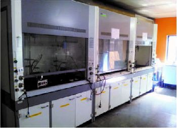 Modern Fume Hoods - Synthetic Lab