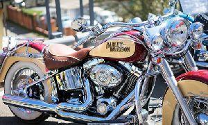 Ultimate hard wax coat is useful for polishing and shining bikes